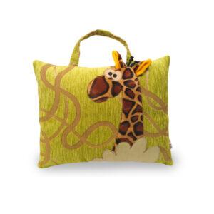 Česká ručně šitá hračka – Polštářek taška s motivem žirafky
